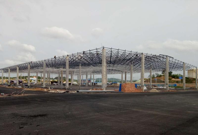 南宁农产品交易中心(一期)B区7停车场屋面网架工程